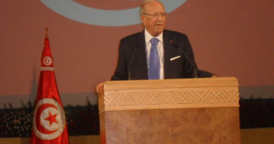 Beji Caid Essebsi - Von Magharebia - Flickr: 110819 Caid Essebsi addresses Tunisia, CC BY 2.0, https://commons.wikimedia.org/w/index.php?curid=16190820