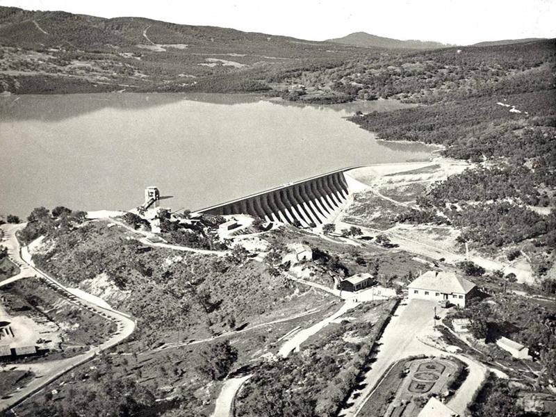 Beni Metir Staumauer kurz nach der Fertigstellung 1953