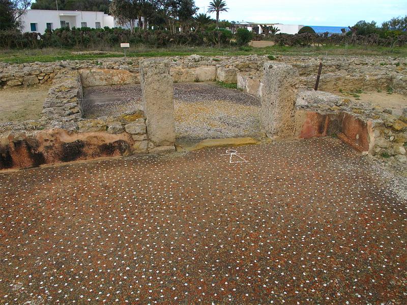 Fußboden mit Tanitmosaik in einem Haus - Von Kritzolina - Eigenes Werk, CC BY-SA 4.0, https://commons.wikimedia.org/w/index.php?curid=38368722