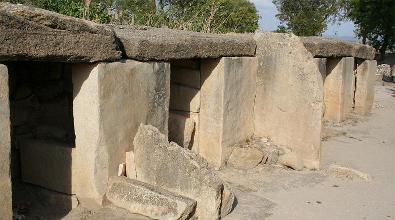 Megalithbauten von Makthar - Von Pradigue - Eigenes Werk, CC BY 3.0, https://commons.wikimedia.org/w/index.php?curid=7711589