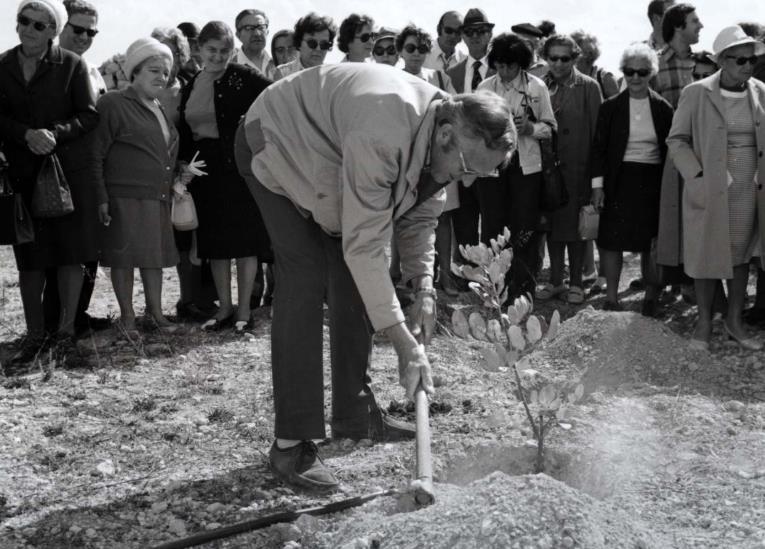 Richard Abel - Pflanzung eines Baums der Gerechten der Völker in der Gedenkstätte Yad Vashem in Israel
