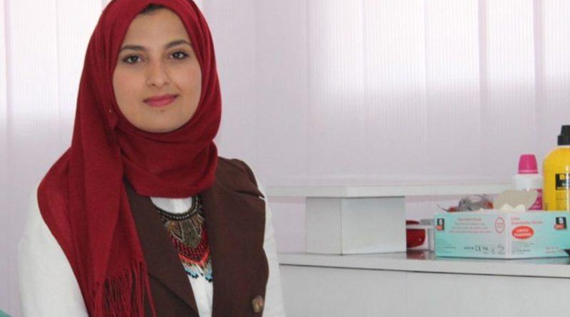 23-jährige Tunesierin Safa Zideni eröffnete erste Podologie-Praxis in Sidi Bouzid