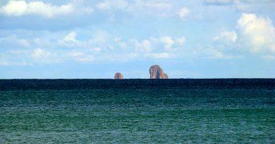 Fratelli Inseln von Cap Serrat aus gesehen - Von DrFO.Jr.Tn - Eigenes Werk, CC BY 3.0, https://commons.wikimedia.org/w/index.php?curid=5550455
