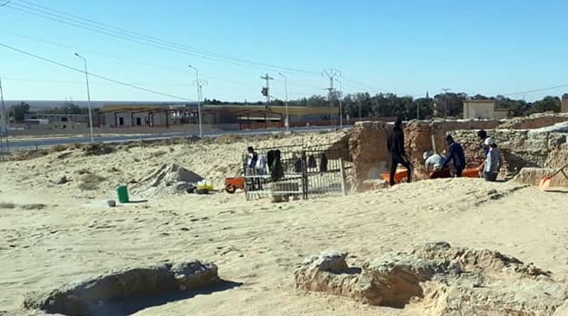 Entdeckung von Wohngebäuden bei Ausgrabungen einer Kirche am Standort Castilia in Tozeur