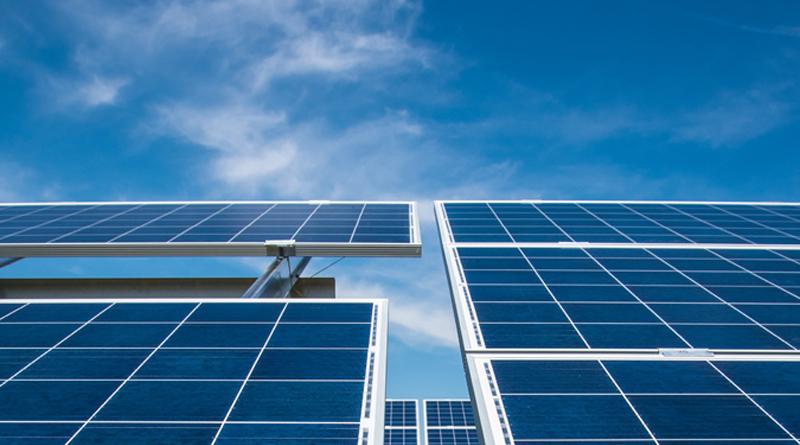 Symbolfoto Solarpark Abo Wind