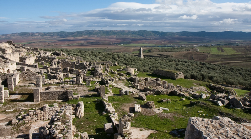 UNESCO Weltkulturerbe Dougga - Bild: Maurice Colyer - originally posted to Flickr as Dougga, CC BY 2.0, https://commons.wikimedia.org/w/index.php?curid=8663851