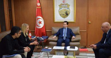 Der Minister für Industrie und kleine und mittlere Unternehmen, Slim Feriani, empfängt Vertreter der Gruppe Hamelin
