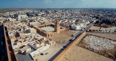 Die Medina von Kairouan. Luftaufnahme - Bild: Momin Bannani from London, UK [CC BY-SA 2.0 (https://creativecommons.org/licenses/by-sa/2.0)]