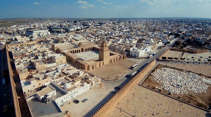 Die Medina von Kairouan. Luftaufnahme - Bild: Momin Bannani from London, UK [CC BY-SA 2.0 (https://creativecommons.org/licenses/by-sa/2.0)]