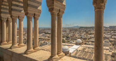 Blick auf einen Teil der Medina von der Zitouna-Moschee aus - Bild: IssamBarhoumi - Eigenes Werk, CC BY-SA 4.0, https://commons.wikimedia.org/w/index.php?curid=62135789