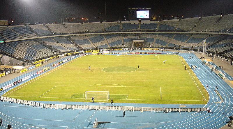 Cairo International Stadium - Foto: Von Der ursprünglich hochladende Benutzer war Realman208 in der Wikipedia auf Englisch - Übertragen aus en.wikipedia nach Commons., CC BY-SA 3.0, https://commons.wikimedia.org/w/index.php?curid=1611939