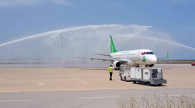Traditioneller Wassersalut für Jasmin Airways am Flughafen Enfidha
