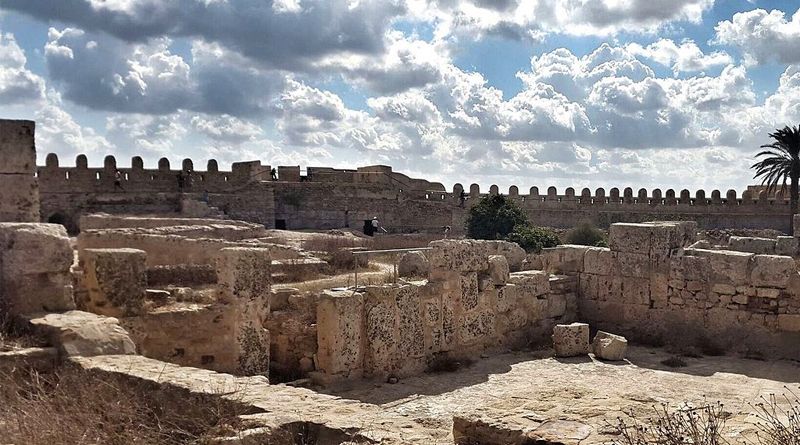 Fort Kelibia Innenraum - Bild: Par Afek91 — Travail personnel, CC BY-SA 4.0, https://commons.wikimedia.org/w/index.php?curid=62954668