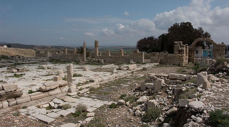 Forum von Abthugnos. Blick nach Südosten auf die Markt- und Gerichtshalle (Basilika) (Foto: ÖAW-ÖAI/G. Styhler-Aydın)