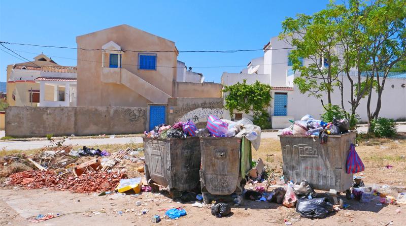© Fraunhofer UMSICHT Überfüllte, alte Abfalltonnen sollen im Projekt durch saubere, betreute »Wertstoffinseln« ersetzt werden.