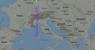 Condor Flug Frankfurt-Djerba (DE112) musste über Sardinien abdrehen