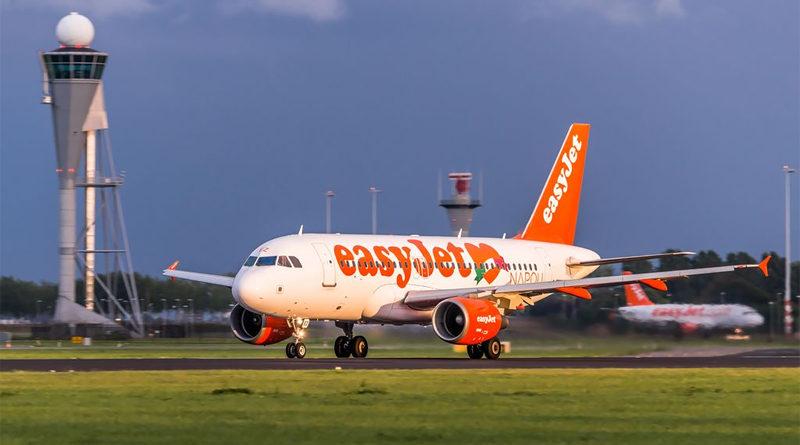 EasyJet A319 auf der Startbahn des Flughafens Amsterdam-Schiphol - Von Felix Gottwald - www.felixgottwald.net (Derzeit befinden sich 22 Bilder in meiner Kategorie) - Eigenes Werk, CC BY-SA 3.0 de, https://commons.wikimedia.org/w/index.php?curid=51314200