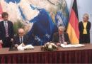 Mohamed Mhadhbi, Direktor für die Beziehungen zu den Ländern Nord- und Mitteleuropas im tunesischen Außenministerium und Gunther Beger, Generaldirektor Deutsche Wirtschafts- und Handelszusammenarbeit und Wirtschaftsentwicklung.
