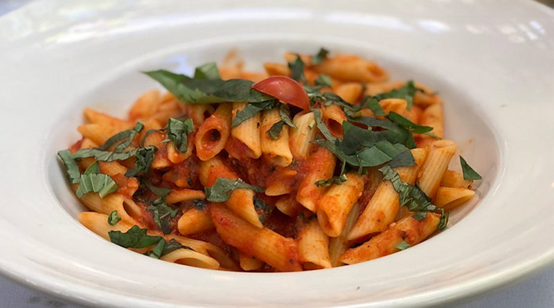 Penne all'arrabbiata - Bild: Von Missvain - Eigenes Werk, CC-BY 4.0, https://commons.wikimedia.org/w/index.php?curid=73608112
