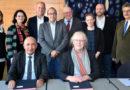 Prof. Dr. Habib Sidhom, Präsident der Université de Tunis, und die Marburger Universitätspräsidentin Prof. Dr. Katharina Krause (vorne) unterzeichneten ein Memorandum of Understanding. - Foto: Gabriele Neumann