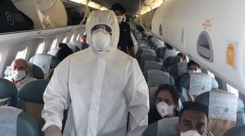 In der Kabine des letzten Rückführungsfluges Madrid-Tunis unter Einhaltung extremer Gesundheitsvorschriftenen - Bild: Destination Tunisie
