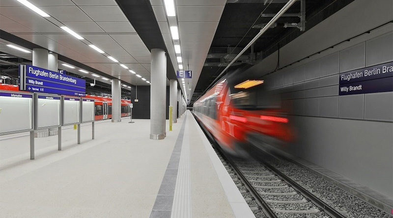 """Berlin: Flughafenbahnhof """"Flughafen BER – Terminal 1-2"""" eröffnet"""