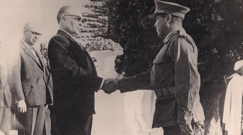 Kommandant Hassine Remiza mit Präsident Habib Bourguiba