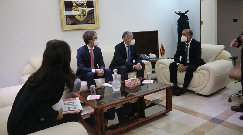 Der deutsche Gesandte besucht Projekte in Kasserine